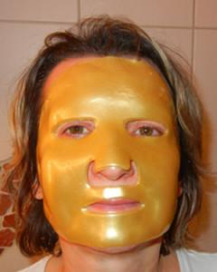 Goldene Maske mit Hyaluron - Anwendung