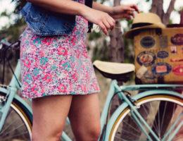 Das perfekte Outfit im Sommer: Diese Teile müssen Sie haben!